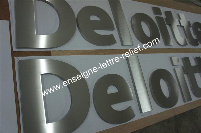 En inox brossé, nos lettres relief pour enseignes sont fabriquées au souhait du client, et peuvent offrir une tenue optimale en extérieur ou intérieur